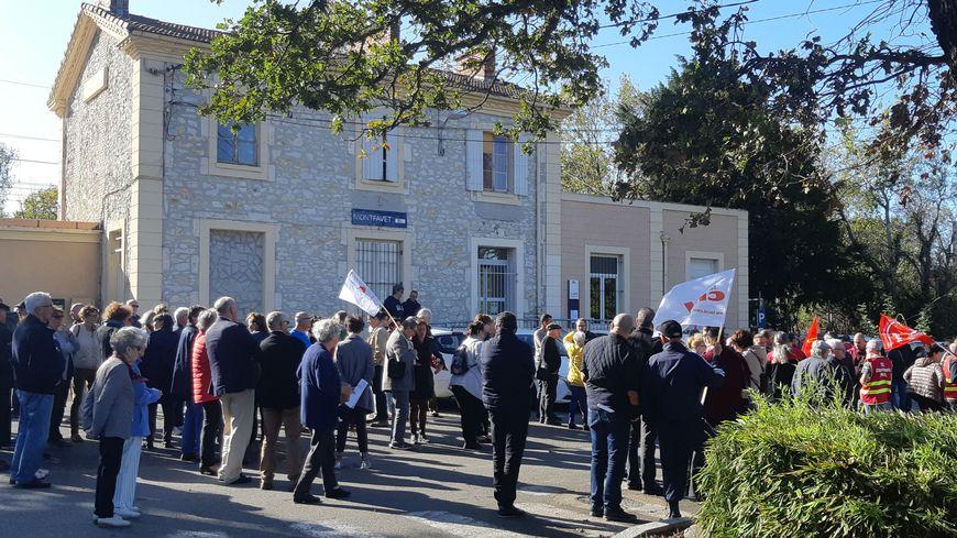Manifestation pour le maintien d'un guichet à la gare de Montfavet