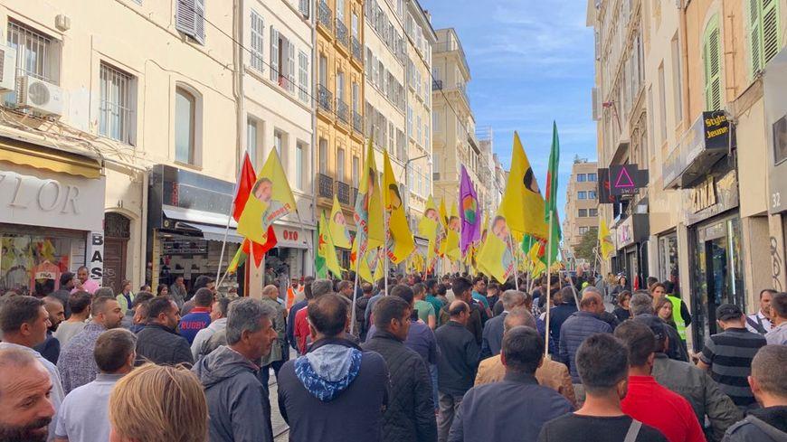 Un rassemblement de la communauté Kurde à Marseille sur le vieux port