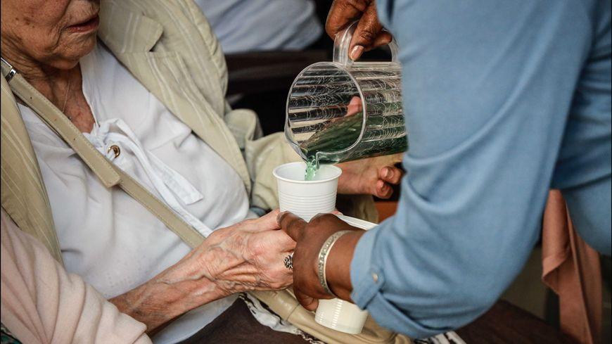 Comment rendre les métiers d'aide aux personnes âgées plus attractifs ?