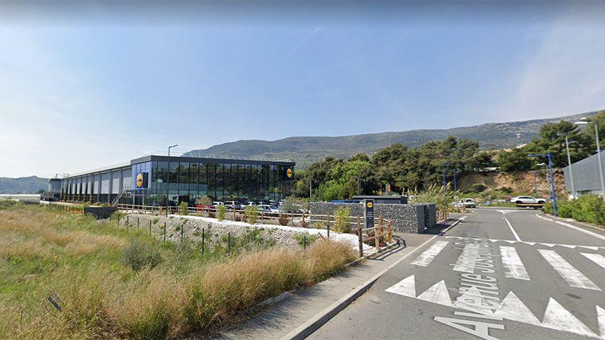 La fusillade a eu lieu sur le parking du supermarché Lidl de Gattières, à la limite avec Carros