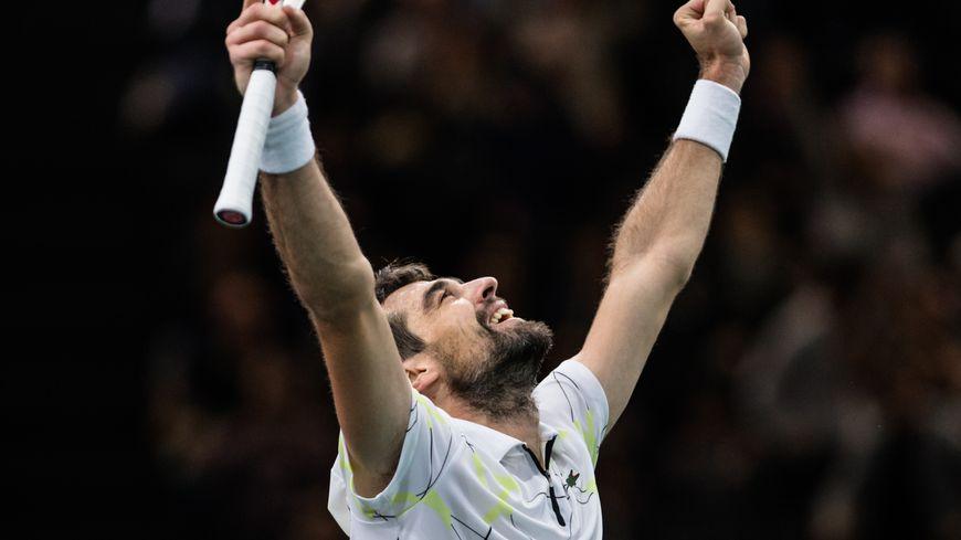 Jérémy Chardy savoure sa victoire face à Daniil Medvedev, au Masters 1000 de Paris-Bercy.