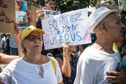Manifestation avec des slogans féministes en faveur de la journaliste Hajar Raissouni, le 9 septembre à Rabat. Depuis, la jeune femme a été condamnée à un an de prison ferme.