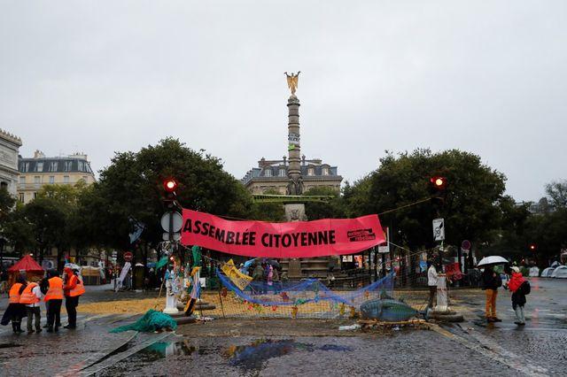 Les activistes étaient toujours présents dans le centre de Paris, mardi matin.