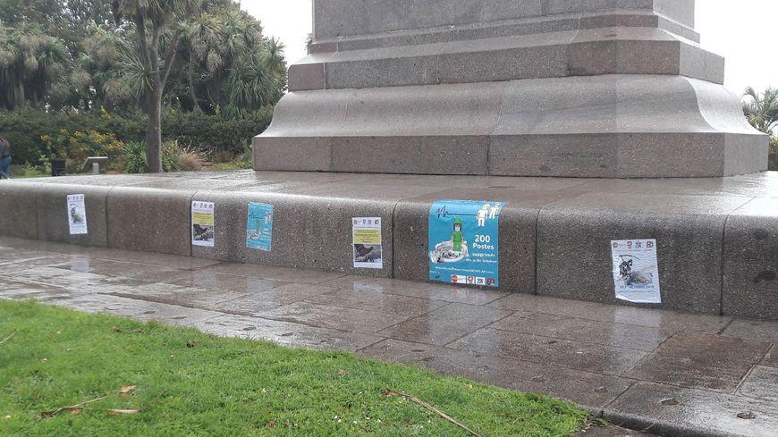 Les salariés ont collé des affiches dans plusieurs endroits de Cherbourg-en-Cotentin pour exprimer leur colère