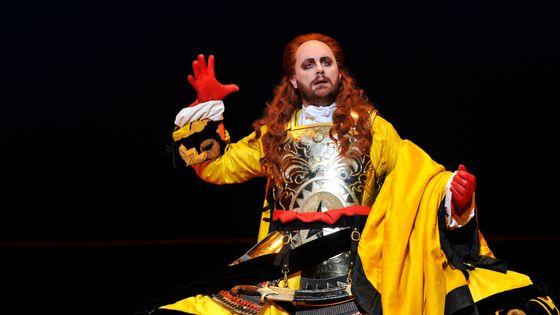 Le ténor américain Michael Spyres, dans une production de l'opéra Mitridate de Mozart dirigée par Christophe Rousset, au Royal Opera House de Londres en 2017
