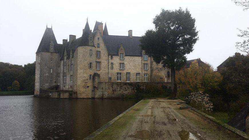 Le château du Rocher à Mézangers, Mayenne.