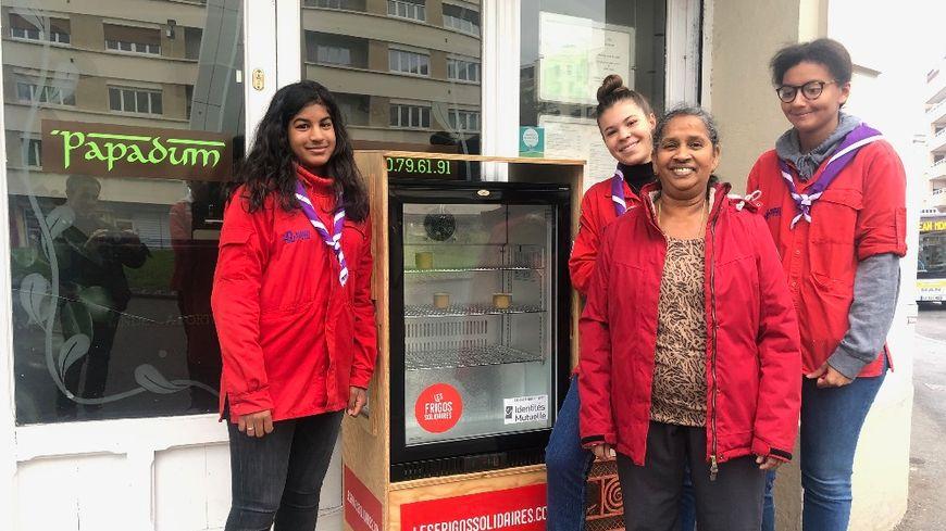 Un frigo solidaire a été installé à Annemasse (Haute-Savoie).