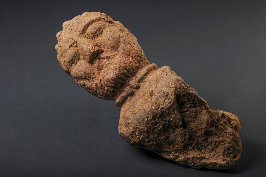 Un buste remarquable retrouvé lors des fouilles à Trémuson