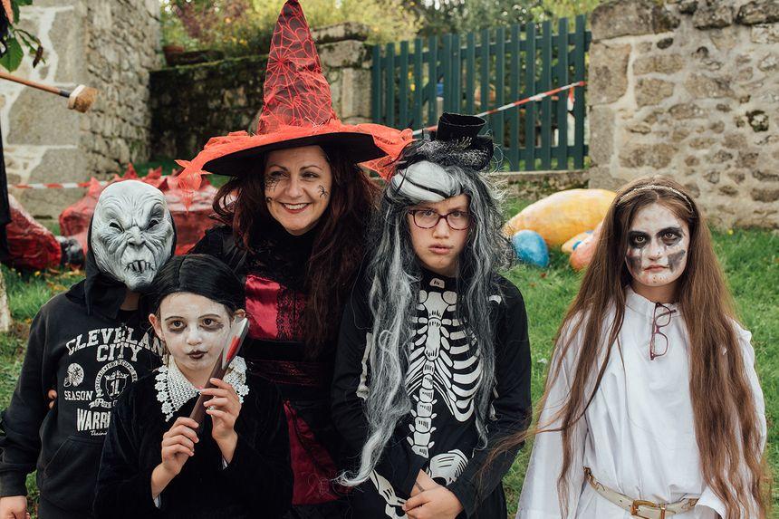 Les visiteurs sont venus en famille et déguisés