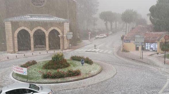 La grêle tombée à Ax-les-Thermes ce mardi (capture d'écran)