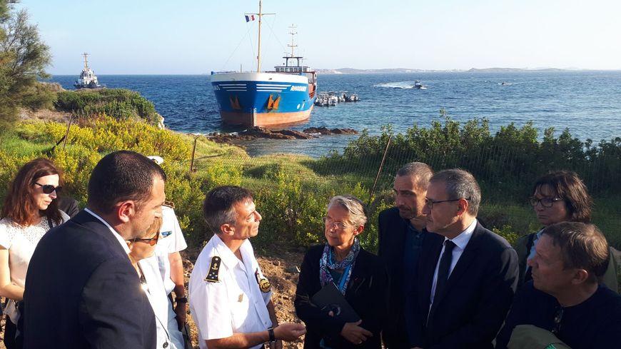 La ministre de la Transition écologique s'est rendue à Bonifacio où s'est échoué le Rhodanus