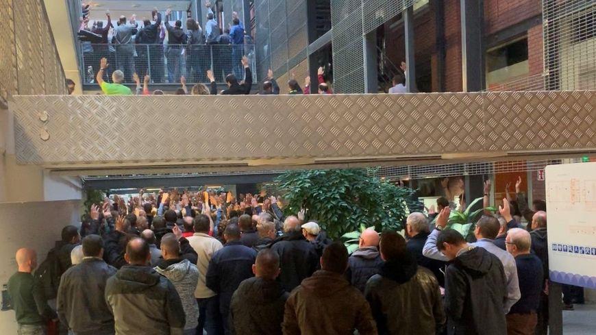 Plusieurs centaines de salariés de GE ont participé ce lundi matin à l'Assemblée générale organisée par les syndicats.