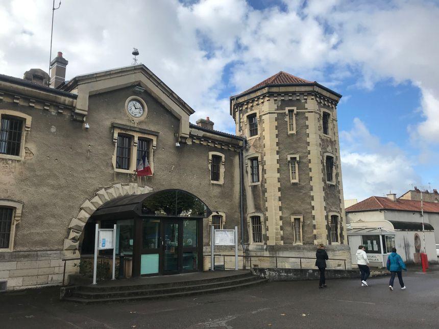 L'entrée intérieure de la maison d'arrêt de Dijon