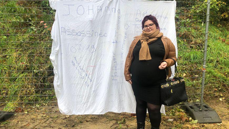 Après l'incendie de la banderole en hommage à Johanna Blanes, sa compagne en a accroché une nouvelle.
