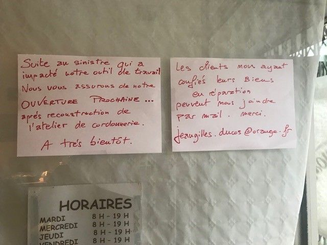 """Voilà ce que les clients du """"chausse-pied"""" peuvent lire sur la porte d'entrée du magasin."""