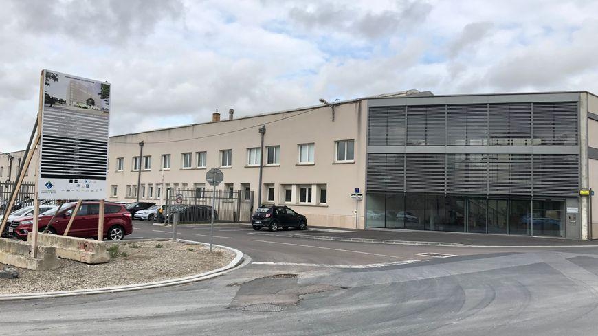L'usine Charbonneaux Brabant est située à côté de la friche Sernam