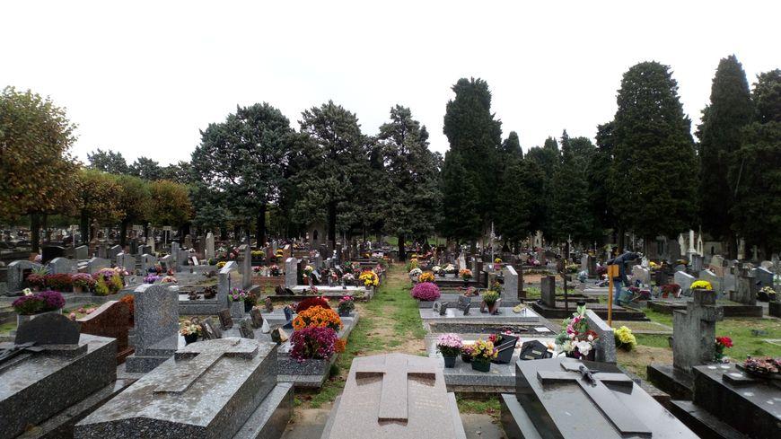 Le cimetière de La Salle à Tours-nord est le plus grand du département en terme d'emplacements avec plus de 20 000 sépultures