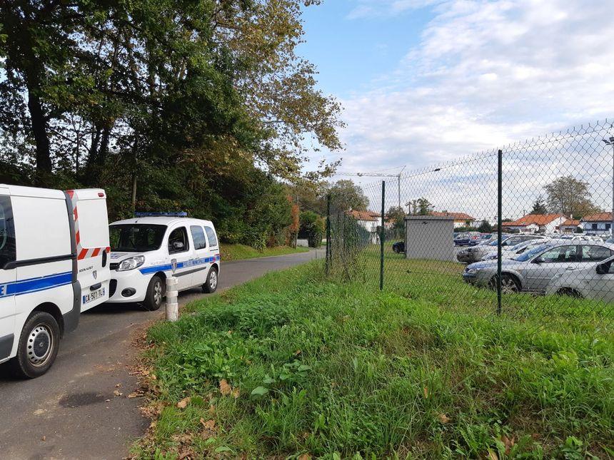 Un gros dispositif policier est en place devant la mosquée de Bayonne