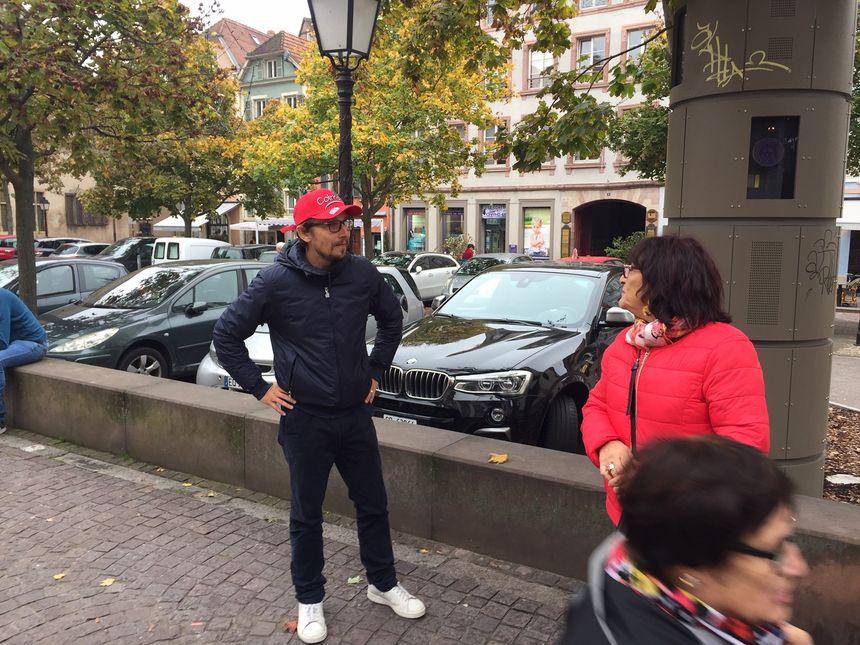 Lorànt Deutsch reconnu par des touristes de passage à Colmar