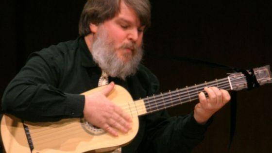 Paul O'Dette on baroque guitar