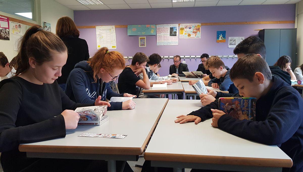 PHOTOS - Quand tous les élèves de Bretagne (ou presque) s'arrêtent pour lire