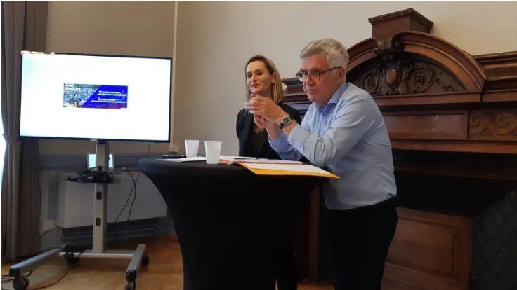 Alexandra Cordier (à gauche), lors de sa déclaration de candidature à l'investiture LREM en juin dernier pour les municipales