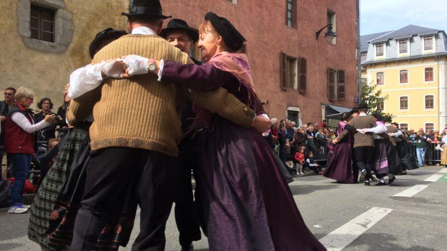 Groupe folklorique à la 46e fête du Retour des Alpages à Annecy