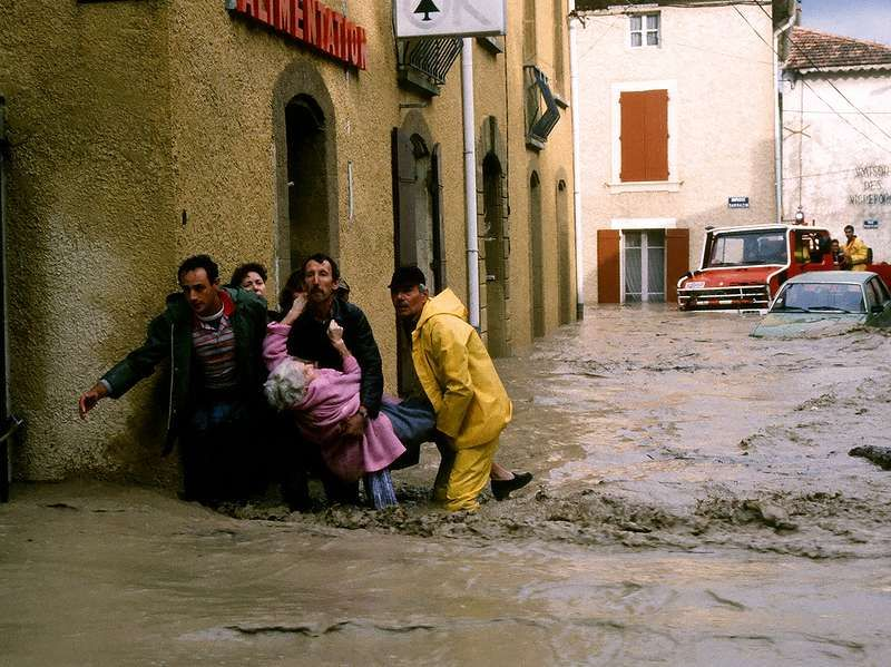 Des photographies d'intervention. Ici lors des inondations catastrophiques de 1992