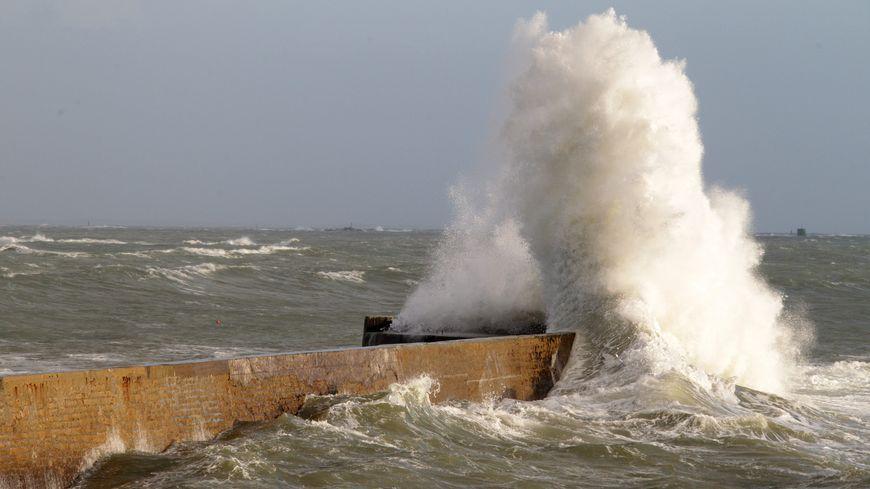 Les grandes marées rendent les courants marins plus forts.