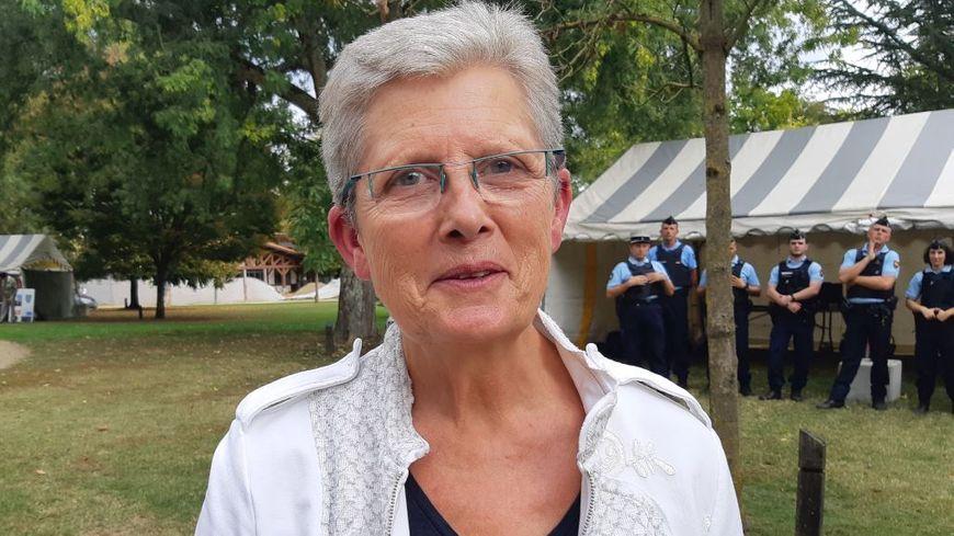 """""""Les parents sont les seuls à même de savoir ce qu'ils doivent transmettre à leurs enfants et le faire en toute liberté"""" explique la secrétaire d'État landaise Geneviève Darrieussecq"""