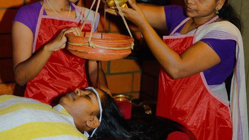 La santé mise à l'épreuve (4/4) : D'Abidjan à New Delhi : les promesses des médecines traditionnelles
