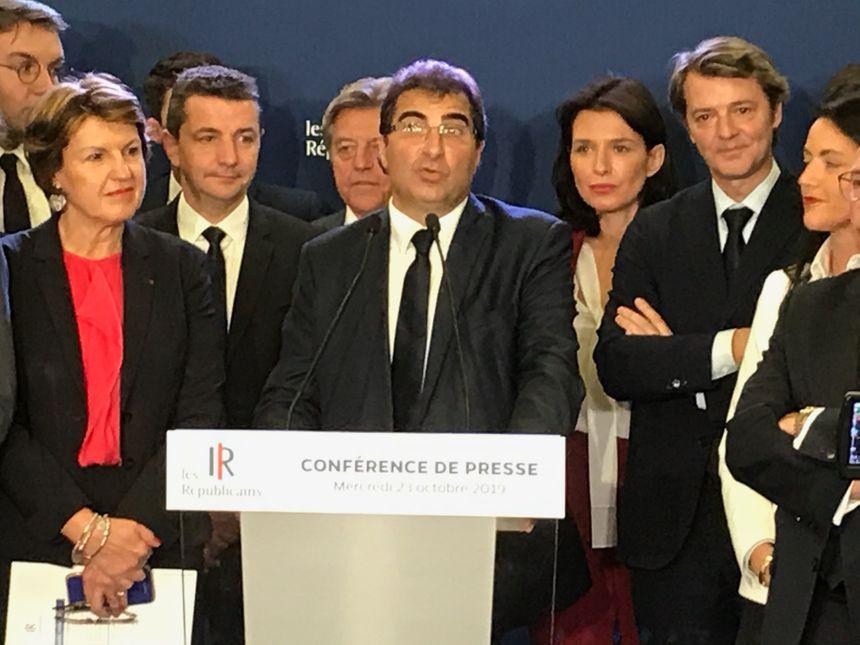 Gaël Perdriau aux côtés de Christian Jacob avec plusieurs personnalités du parti Les Républicains.