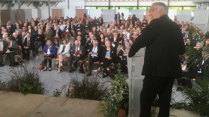 Près de 300 maires et élus étaient réunis dans la sale de la Filature à Périgueux