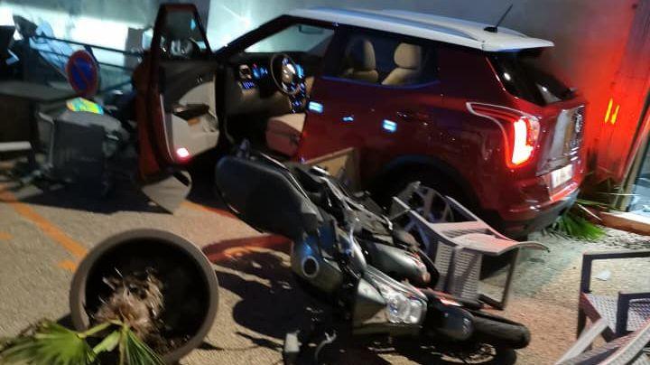 La photo du véhicule, quelques instants après l'accident