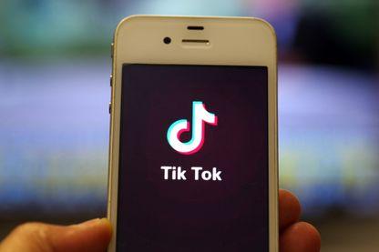 L'application TikTok est extrêmement populaire chez les ados du monde entier.