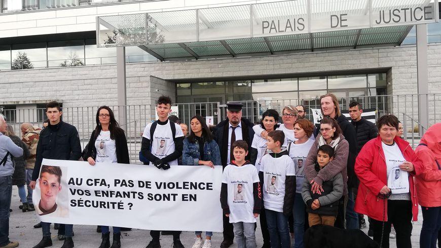 Ils étaient une cinquantaine devant le tribunal de Saint-Malo