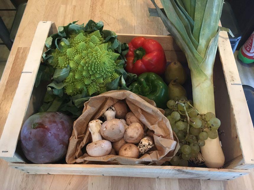 Greenville Boutique propose aussi le panier de la semaine les fruits et légumes sur la photo proviennent du jardin de Pagnac à Verneuil sur Vienne.