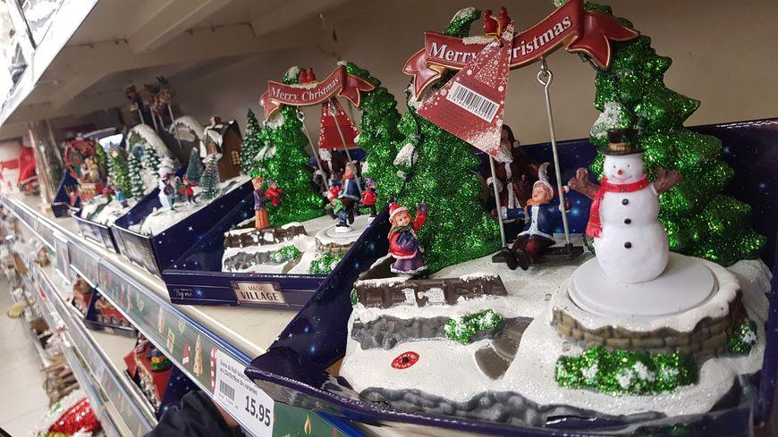 Dans le magasin Action de Chantepie (Ille-et-Vilaine) les décorations de Noël sont déjà en rayon.