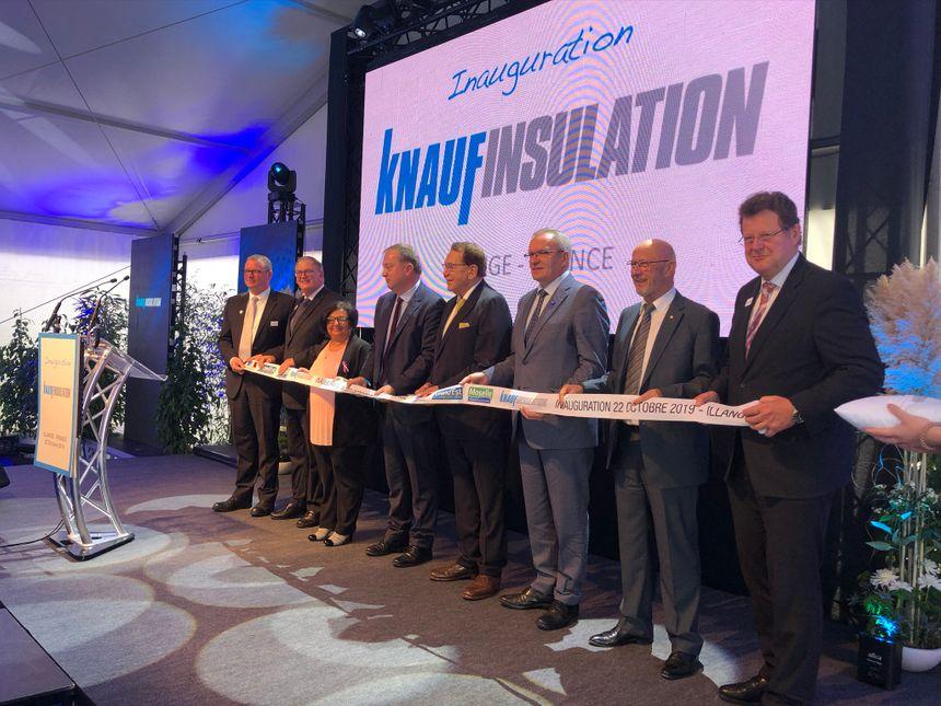 Les dirigeants de Knauf, les élus locaux et le préfet de Moselle ont coupé le ruban lors de l'inauguration.