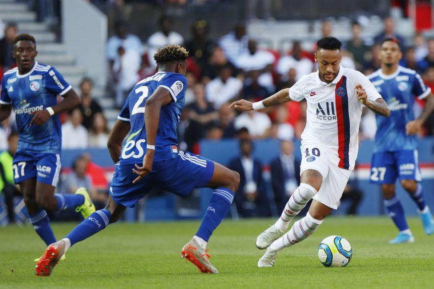 Face au PSG de Neymar lors de la 5e journée de L1 (défaite 1-0) au Parc des Princes, Mohamed Simakan a été l'un des meilleurs Strasbourgeois sur le terrain, à seulement 19 ans.