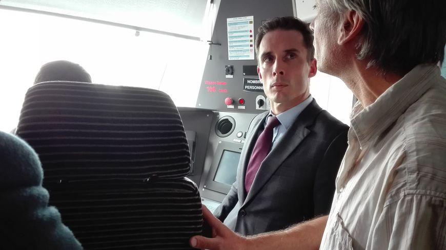 Le secrétaire d'État aux Transports a fait un tour dans la cabine du conducteur