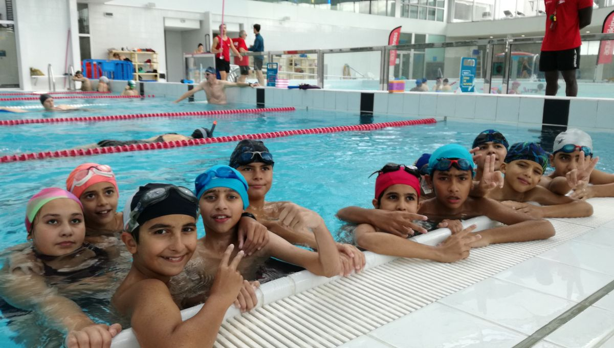 """""""Avant, j'avais peur de me noyer"""" : des cours de natation pour les enfants du Secours populaire pendant les vacances"""