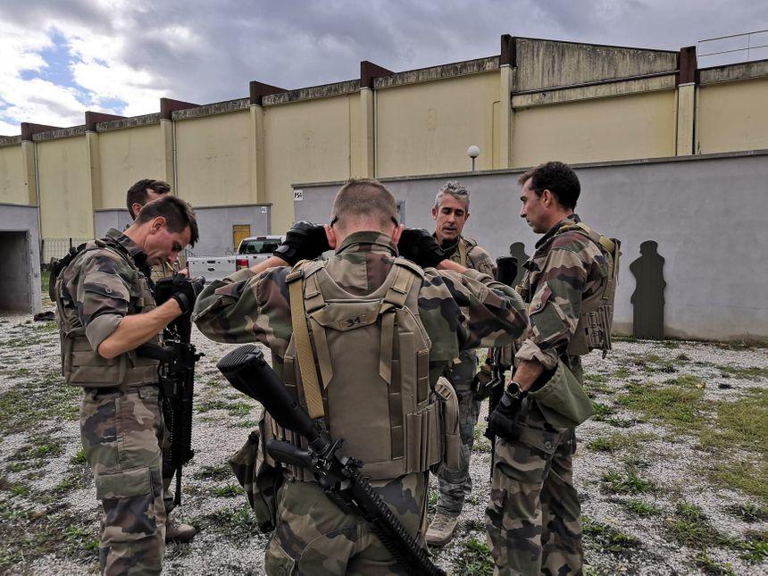 Le 13ème bataillon de chasseurs alpins de Barby-Chambéry est l'une des premières unités de l'armée française à recevoir les fusils d'assaut HK-416F 860_71739866_2245575368885751_2296416299028316160_n
