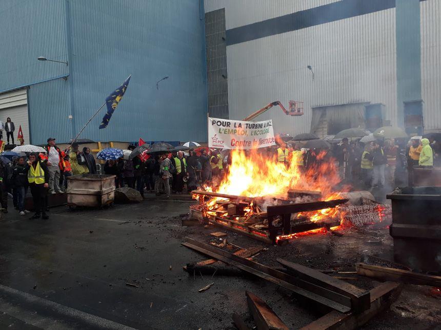 Devant l'usine GE de Belfort, le 19 octobre.