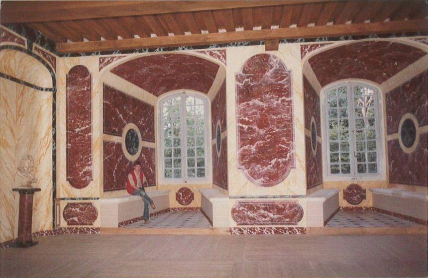 Le salon des Alliances au château de Saint-Fargeau est l'une des premières pièces rénovées en 1981.