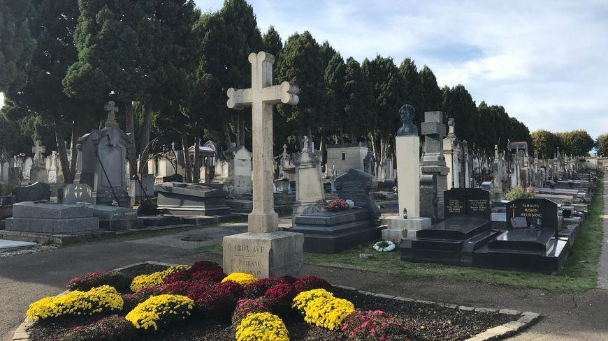 L'entrée du cimetière Saint-Amâtre, créé avant le Père Lachaise parisien