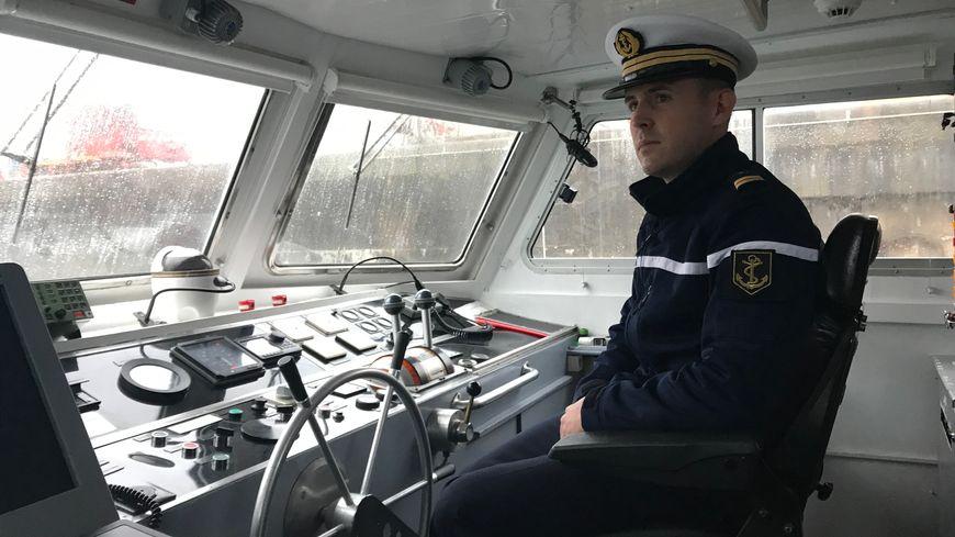 Le lieutenant Pierre-Edouard Dolou est le nouveau commandant du patrouilleur côtier Aramis (Cherbourg, octobre 2019).