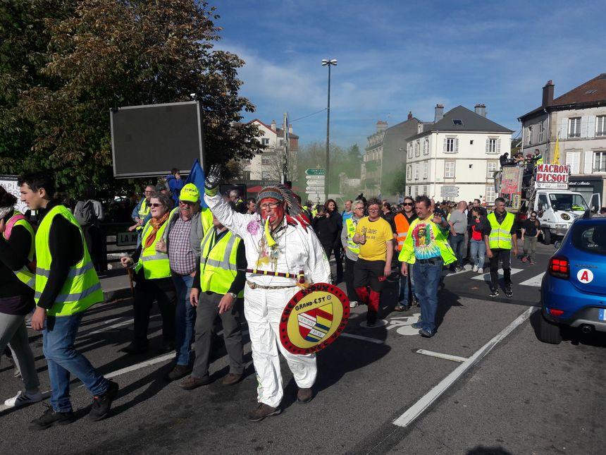 Les gilets jaunes défilent dans les rues d'Epinal le 26 octobre 2019