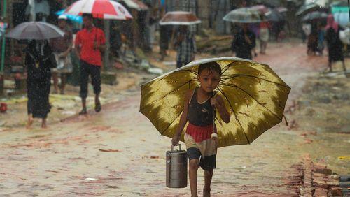 Le Bangladesh va reloger 100 000 Rohingyas sur une île exposée aux inondations et cyclones