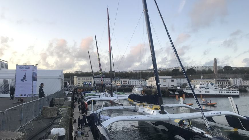 Les quatre Ultims de la Brest Atlantiques sont amarrés quai Malbert depuis le 24 octobre